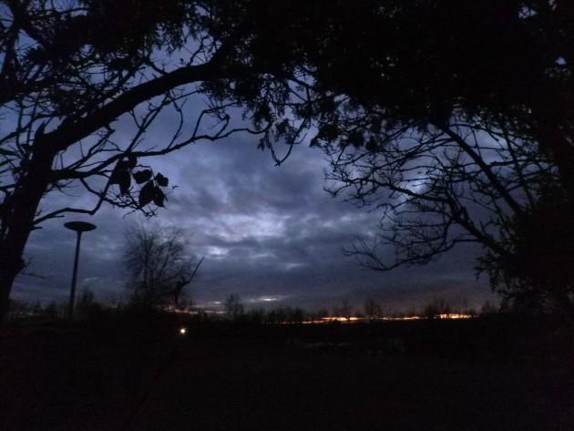 Op de fiets in het donker