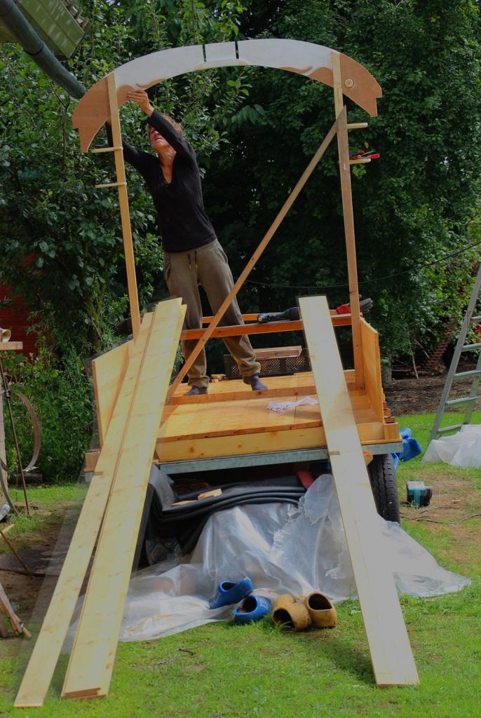 Woonwagen dakboog monteren